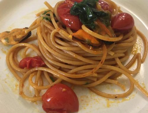 Spaghettone integrale con cozze sgusciate, pomodorini e olio EVO Diecprimi